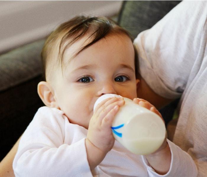 Bảng ml sữa chuẩn cho bé đúng cách