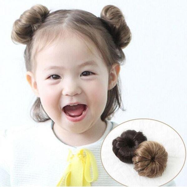 Kiểu tóc ngắn cho bé gái 3 tuổi búi 2 bên xõa tóc