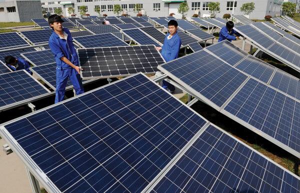 Lắp ráp hệ thống tấm pin năng lượng mặt trời