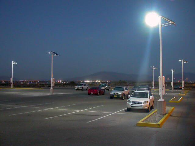 Đèn led đường cảm biến năng lượng mặt trời