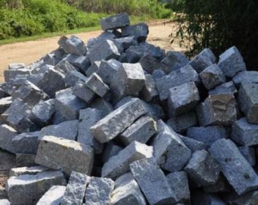 kích thước đá chẻ xây móng