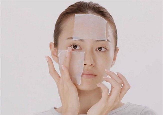 sử dụng bông thấm cotton làm Lotion Mask với Hada Labo Lotion