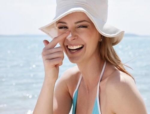 Với tuýp chống nắng 30g , kiểu dáng đơn giản, và rất đặc trưng của thương hiệu lừng danh nhật bản hatomugi có thể chống lại các tác hại của ánh nắng mặt trời , nhất là tia cực tím gây hại cho làn da ,
