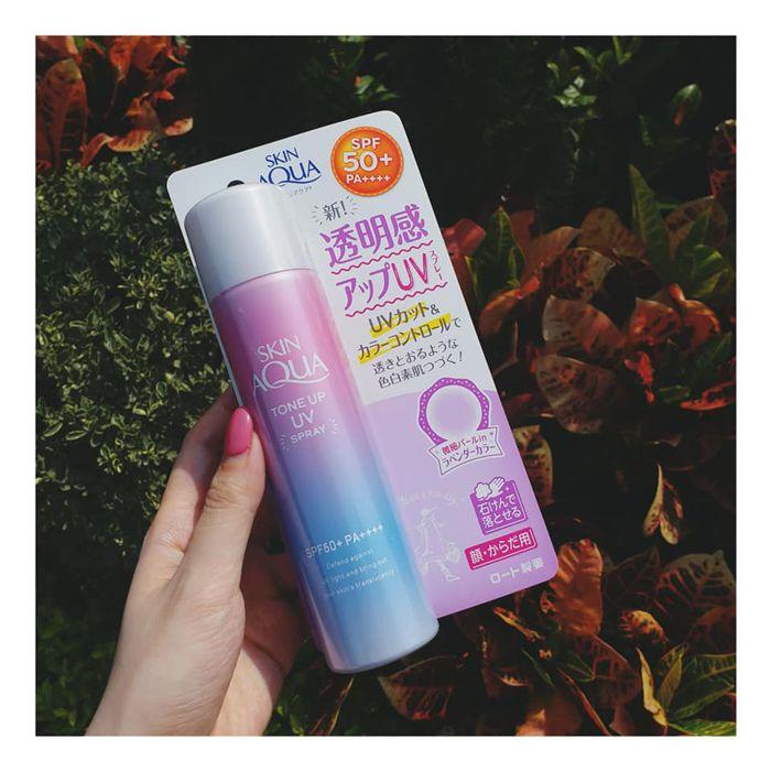 Skin Aqua Tone Up UV Essence SPF 50+ PA++++ dạng chai xịt